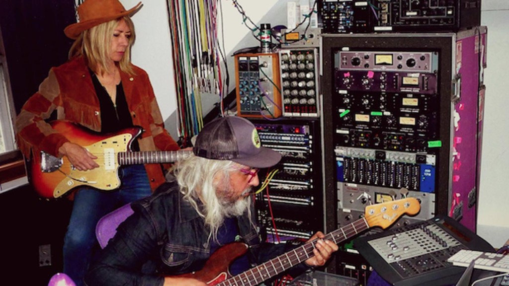 J Mascis Kim Gordon news